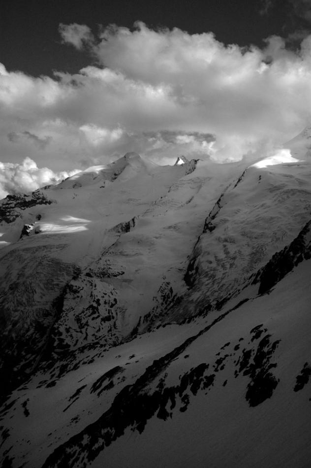 Glaciers et montagnes région de Saas-Fe, Valais, Suisse.